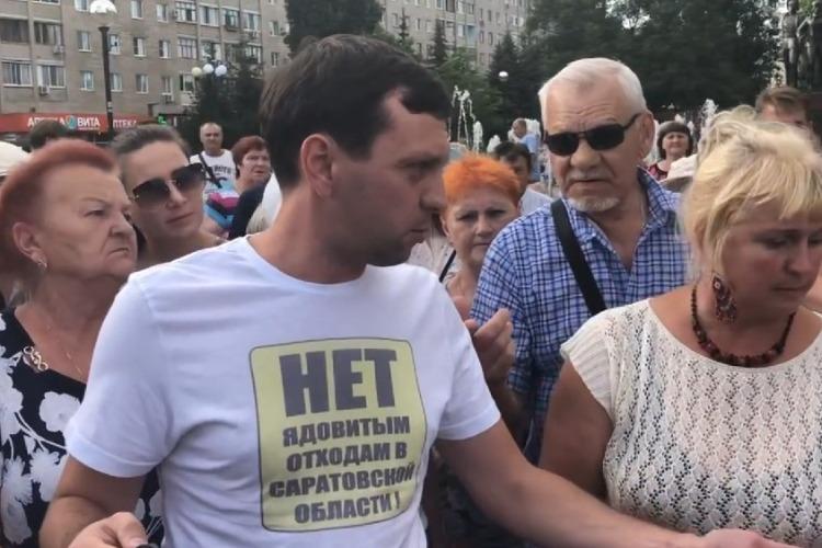 Депутат Денис Мамаев занялся ремонтом памятника В. И. Ленину на старой площади