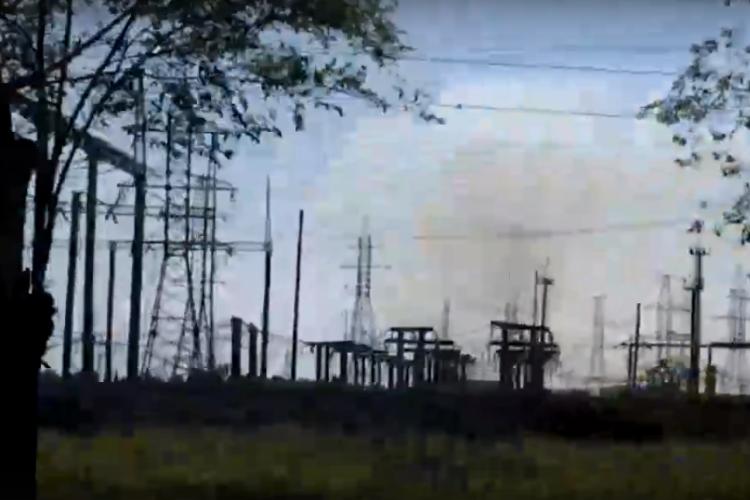 На заброшенных заводских дачах - обширный пожар