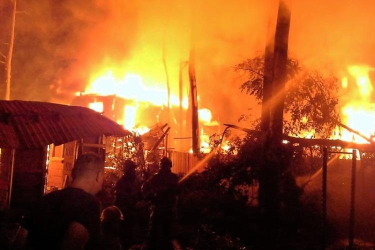 Женщина сгорела заживо на ночном пожаре