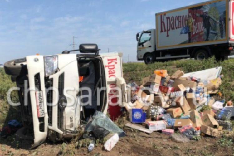 Водитель грузовика Красное и Белое уснул за рулем и съехал в кювет