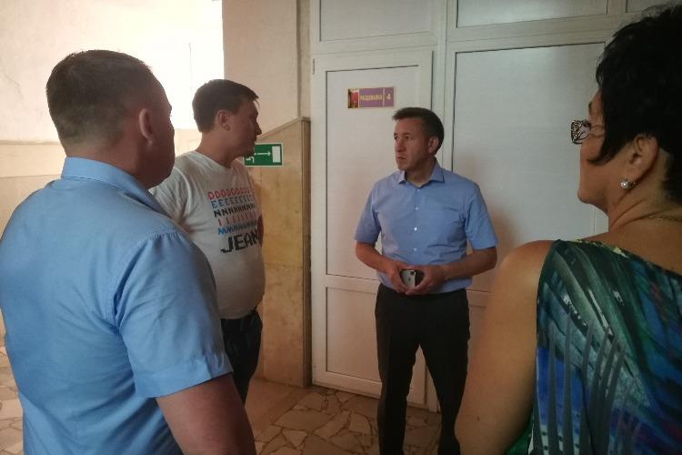 Александр Соловьев и Роман Ирисов лично проконтролируют ремонт школы №4