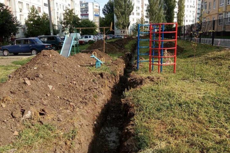 В Балакове детская площадка превратилась в военный полигон. Фото