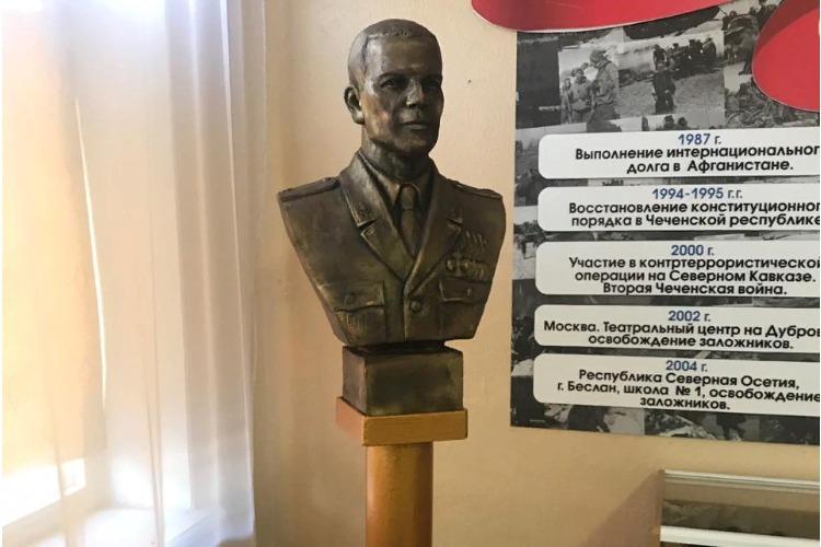 Заслуженные-презаслуженные. 15-ой годовщине трагедии в Беслане посвящается...