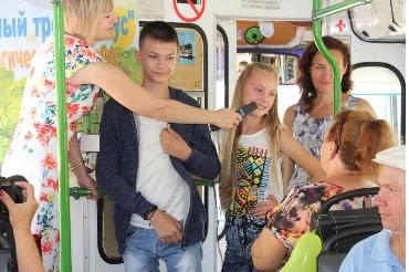 Почитай в приветливом троллейбусе