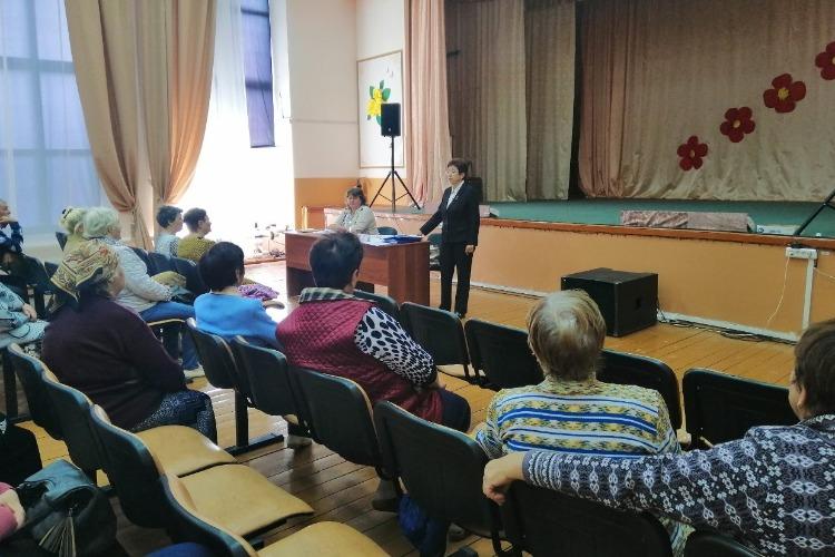Представители пенсионного фонда помогли 17 жителям Новополеводино