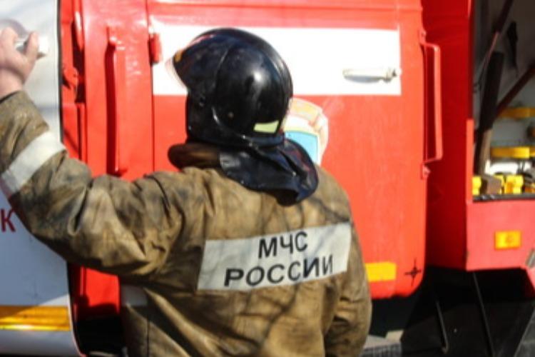 У одного из домов Балакова горел подъездный козырек