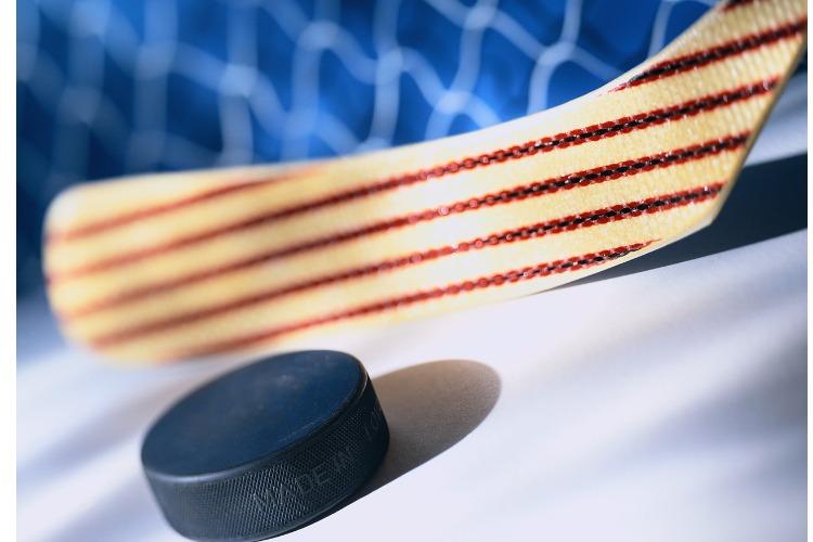 Лед свободен только ночью. Хоккеисты 40+ вступили в борьбу за победу в турнире