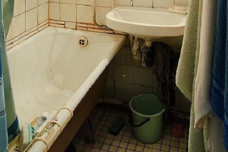Нашли бездыханное тело 17-летнего сына на пороге ванной