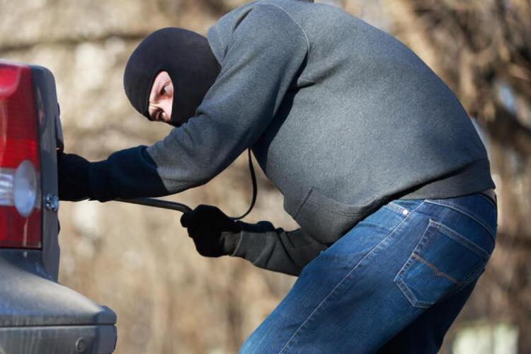Укравший инструменты из жигулей балаковец задержан