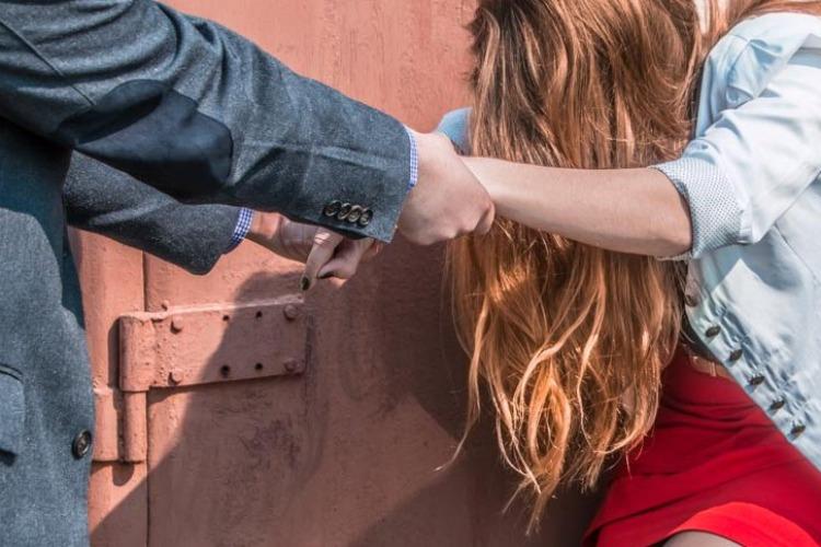 Интернет-знакомство для 16-летней девушки закончилось изнасилованием
