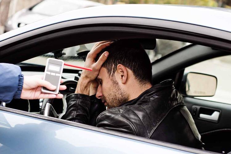 Садиться за руль пьяным не только опасно, но и затратно