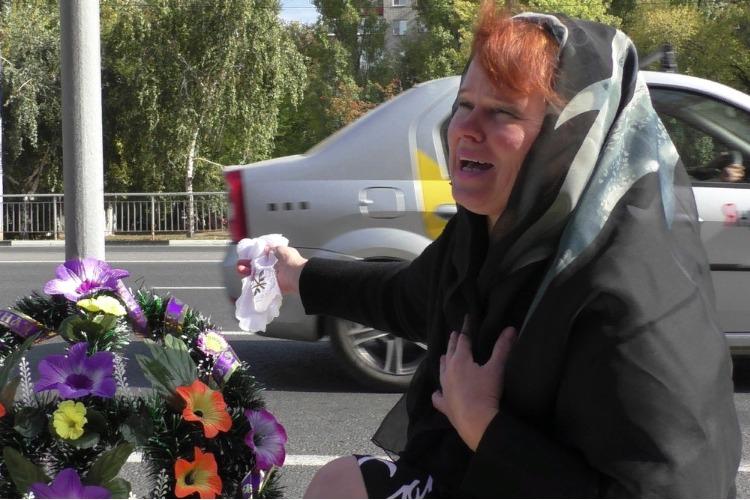 Безутешная Надежда Познякова оплакала несуществующий пешеходный переход