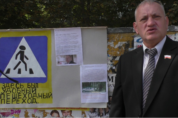 Здесь покоится переход… Депутат Шкиль адресует претензии по волоките с зеброй депутату Панкову