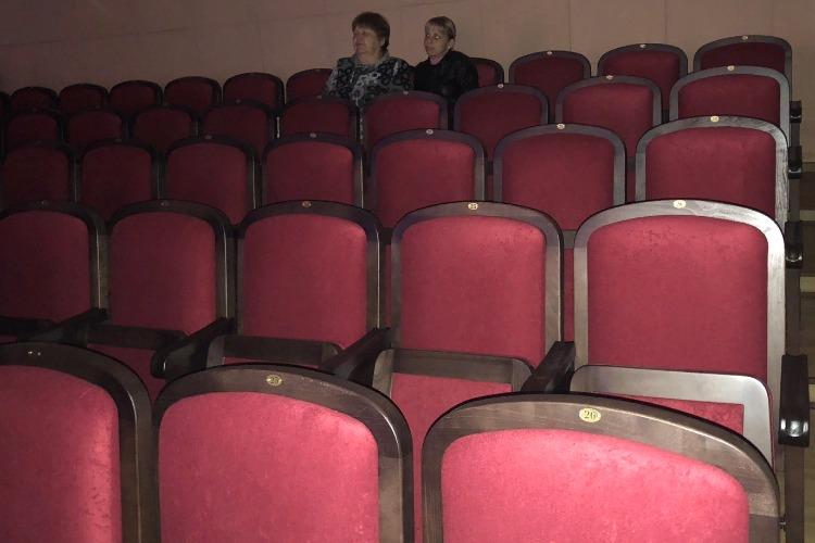 52-й сезон Дворца культуры: новые кресла в багровых тонах