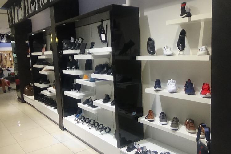 В торговом центре Балакова продавали подделки известных брендов