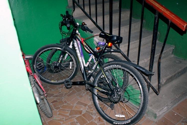 Двое девятиклассников попались на краже велосипеда