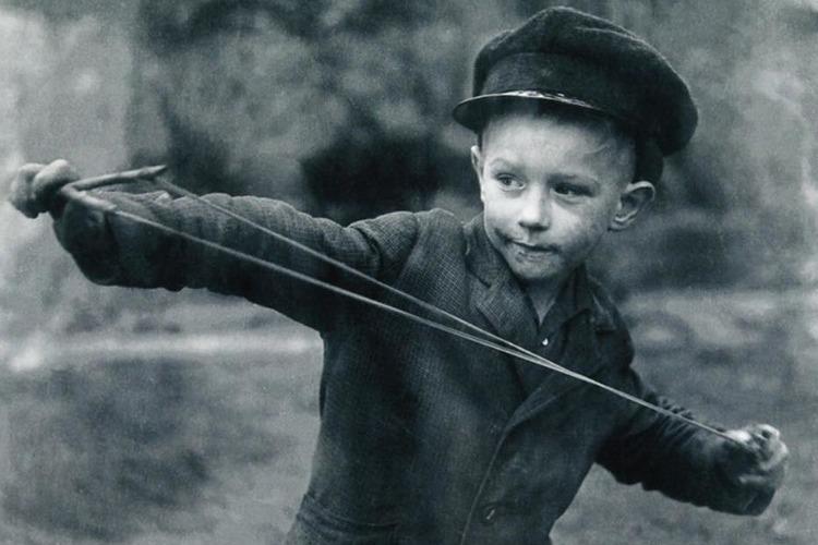 Как десятилетний мальчик держал в страхе целый двор