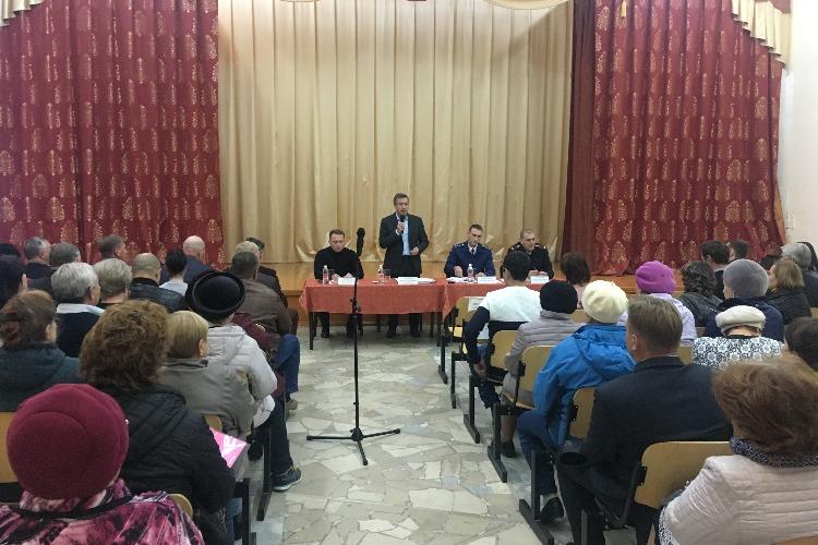 Александр Соловьев встретился с жителями 6-го микрорайона
