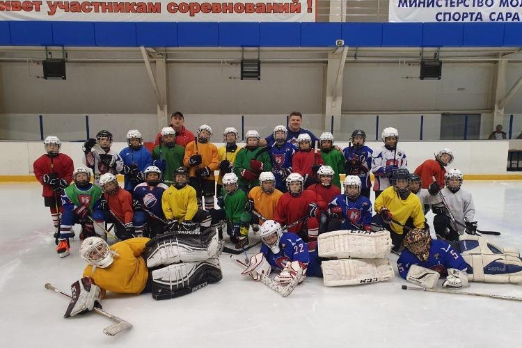 Балаковцев приглашают на хоккей