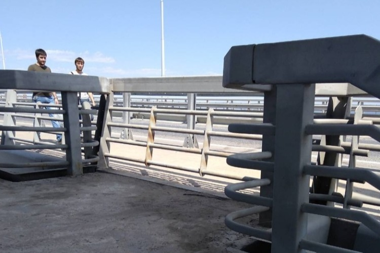 Под мостом Победы балаковцы устроили туалет