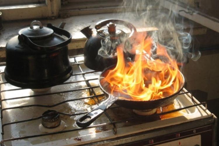 15-летняя девушка опрокинула на себя горящее масло