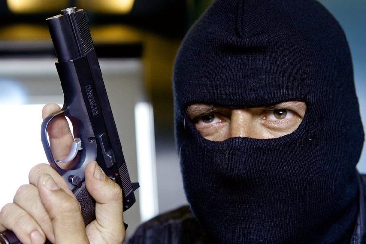 В Балакове орудует банда грабителей в масках и с оружием?