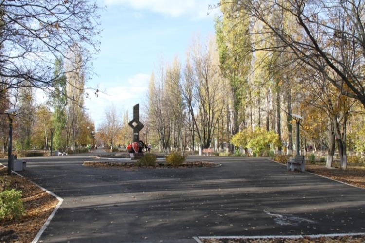 Власти отчитались о ремонте сквера вдоль Проспекта Героев
