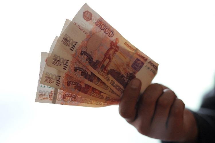 Росстат: Почти половине российских семей хватает денег только на еду и одежду
