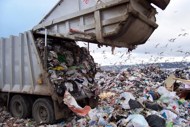 Регионы по всей стране не справились с мусорной реформой