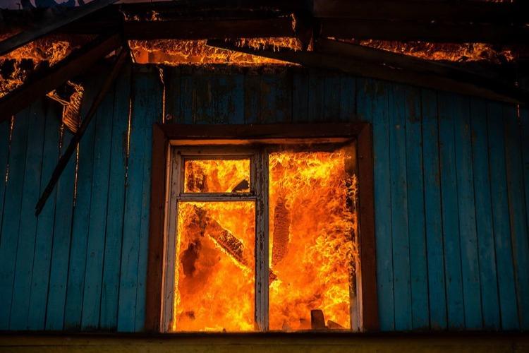 На пожаре в Старой Медынке пострадал пожилой мужчина