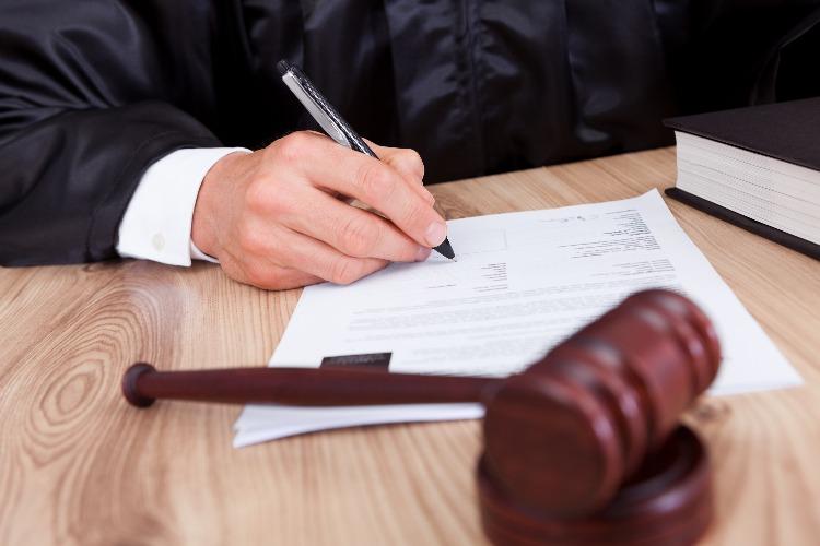 Балаковский суд лишил многодетного отца родительских прав