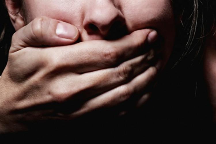 Дочь обвиняет отца в изнасиловании