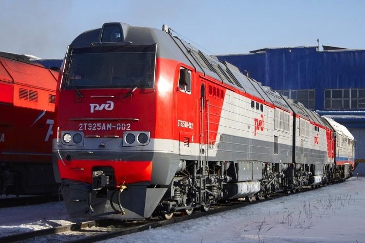 В Балакове трое мужчин слили с локомотива 120 литров топлива