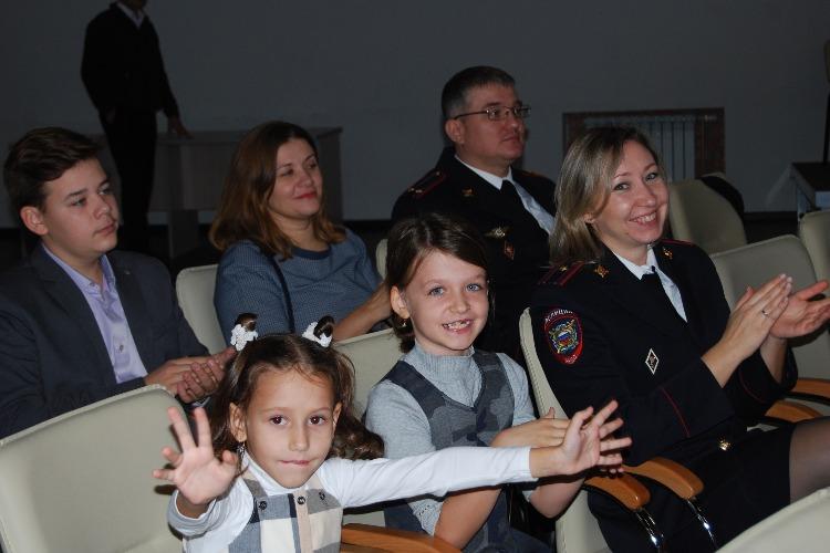 Балаковская школьница получила награду от Министерства миграции
