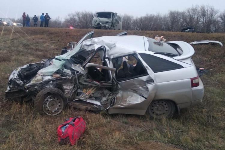 При столкновении на трассе погибло двое