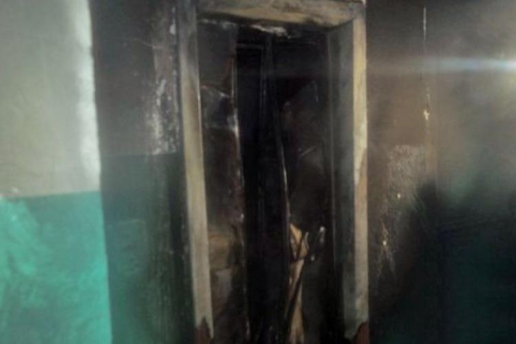 В многоквартирном доме горела шахта лифта
