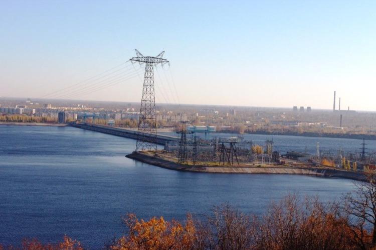 Саратовская ГЭС в ожидании зимы открыла холостые водосбросы