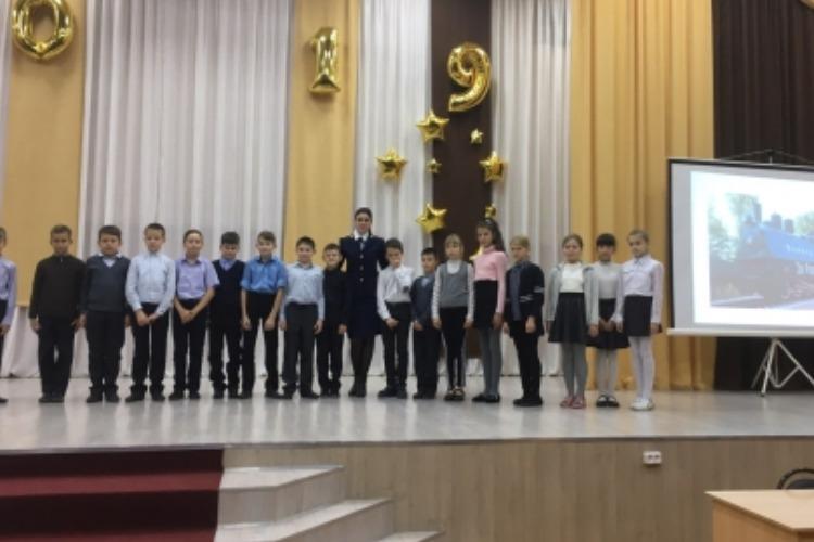 Балаковские следователи пришли к школьникам, чтобы рассказать о Великой Победе