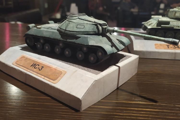 World of Tanks по-балаковски. Открылась уникальная выставка бронетехники из фотобумаги