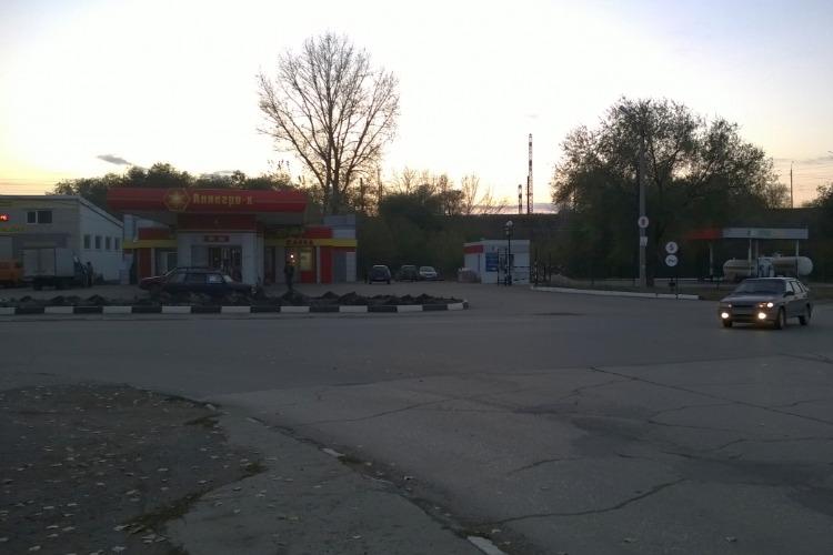 Угодил под колеса у АЗС. Сводка ГИБДД Балакова