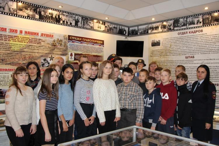 Балаковские школьники посетили музей истории полиции