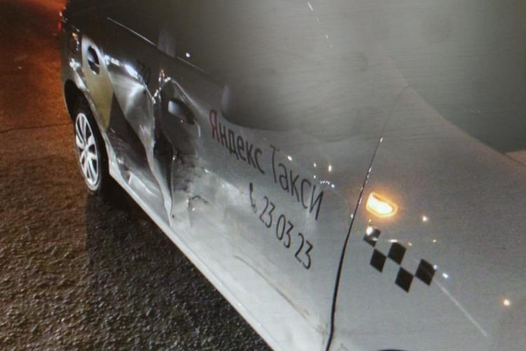 LADA Samara врезалась в Яндекс Такси. Сводка ГИБДД Балакова