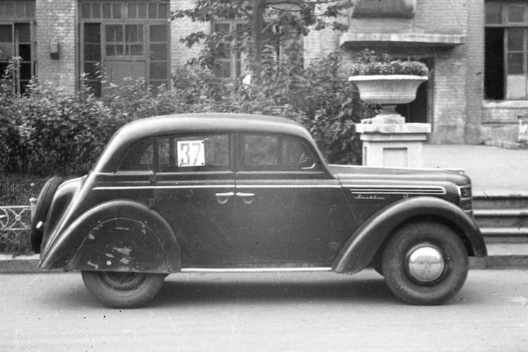 В Балакове выставлен на продажу редкий раритетный автомобиль. Фото