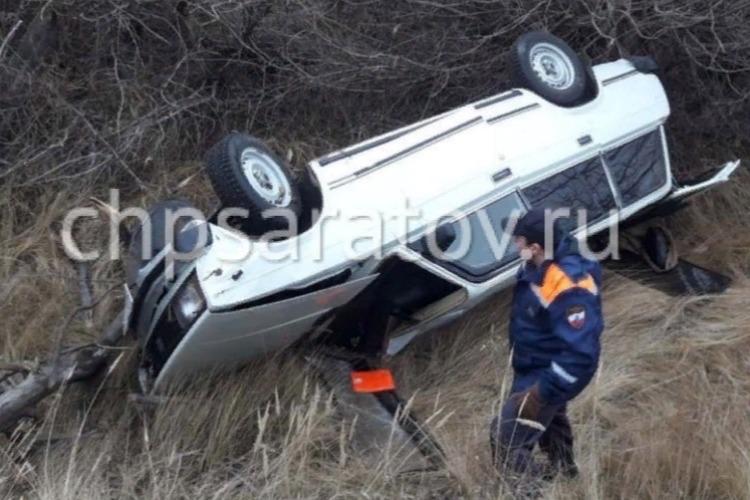 73-летний водитель опрокинулся в кювет на четверке