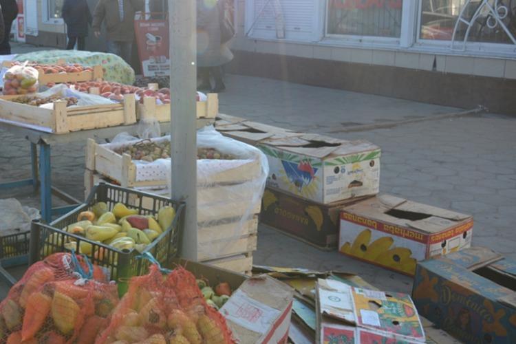 Торгуют где ни попадя мясом, овощами и даже текстилем