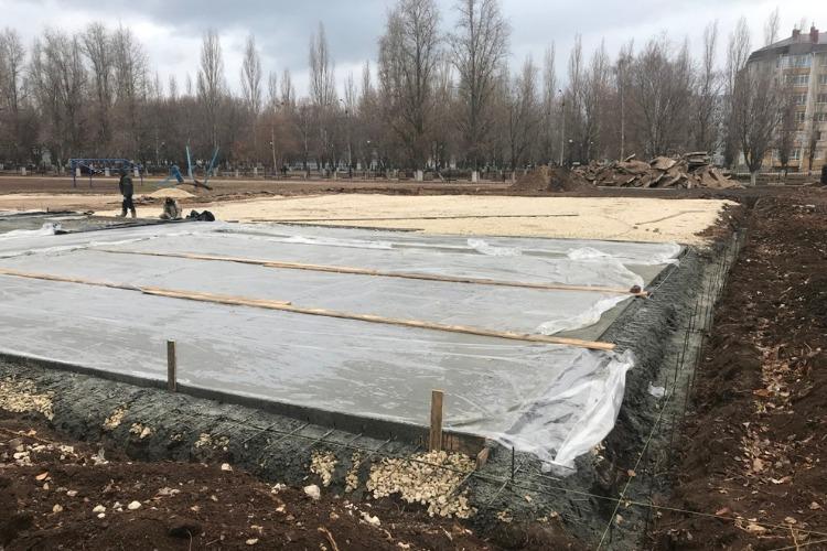 Строительство баскетбольной площадки идет по плану