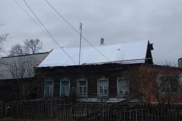 Балаковцы собрали 50 тысяч рублей на ремонт дома ветерану труда из Новониколаевки