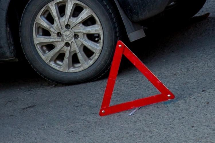 17-летний юноша угодил под колеса автомобиля