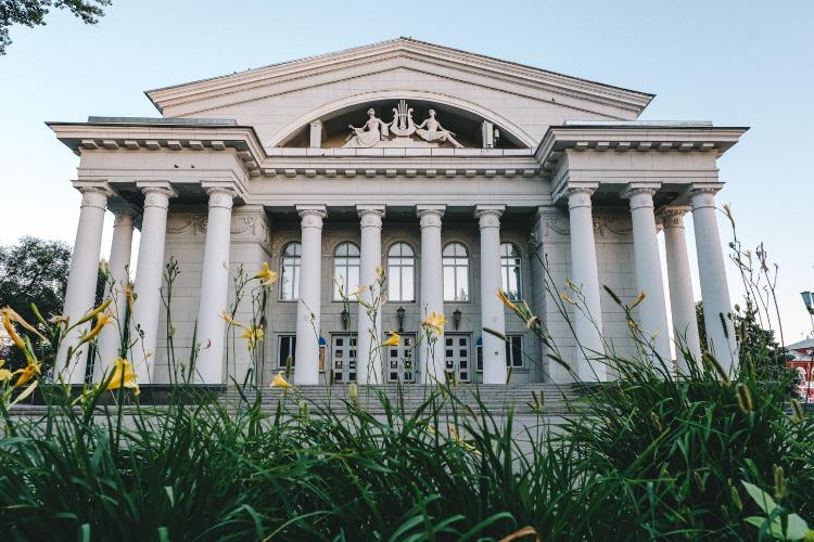 На реконструкцию одного саратовского здания потратят почти 2,5 бюджета города Балаково