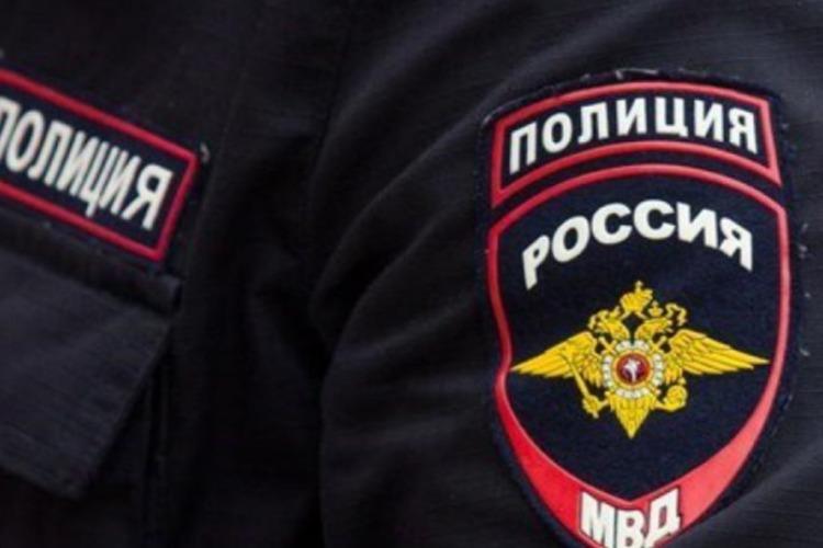 Сельчанин пырнул ножом двоих сотрудников полиции